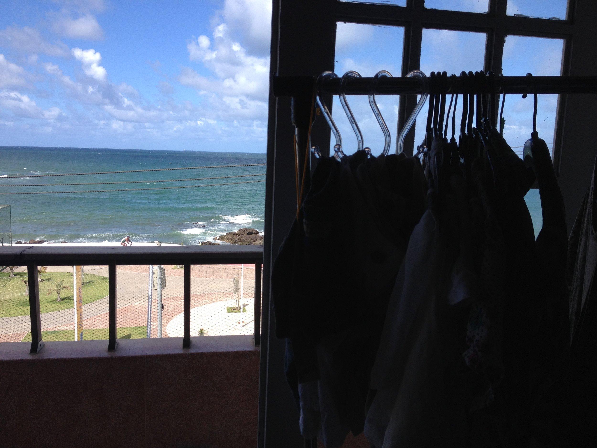 Bazar com vista pro mar.