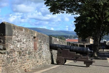 44244619-la-ville-fortifiée-de-derry-en-irlande-du-nord.jpg