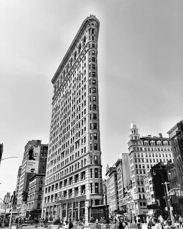 So much sun and happiness in NYC :) #momentoflife . . . #nyc #flatiron #5av #newyorkcity #blackandwhitephotography #love #life #mai #instagood