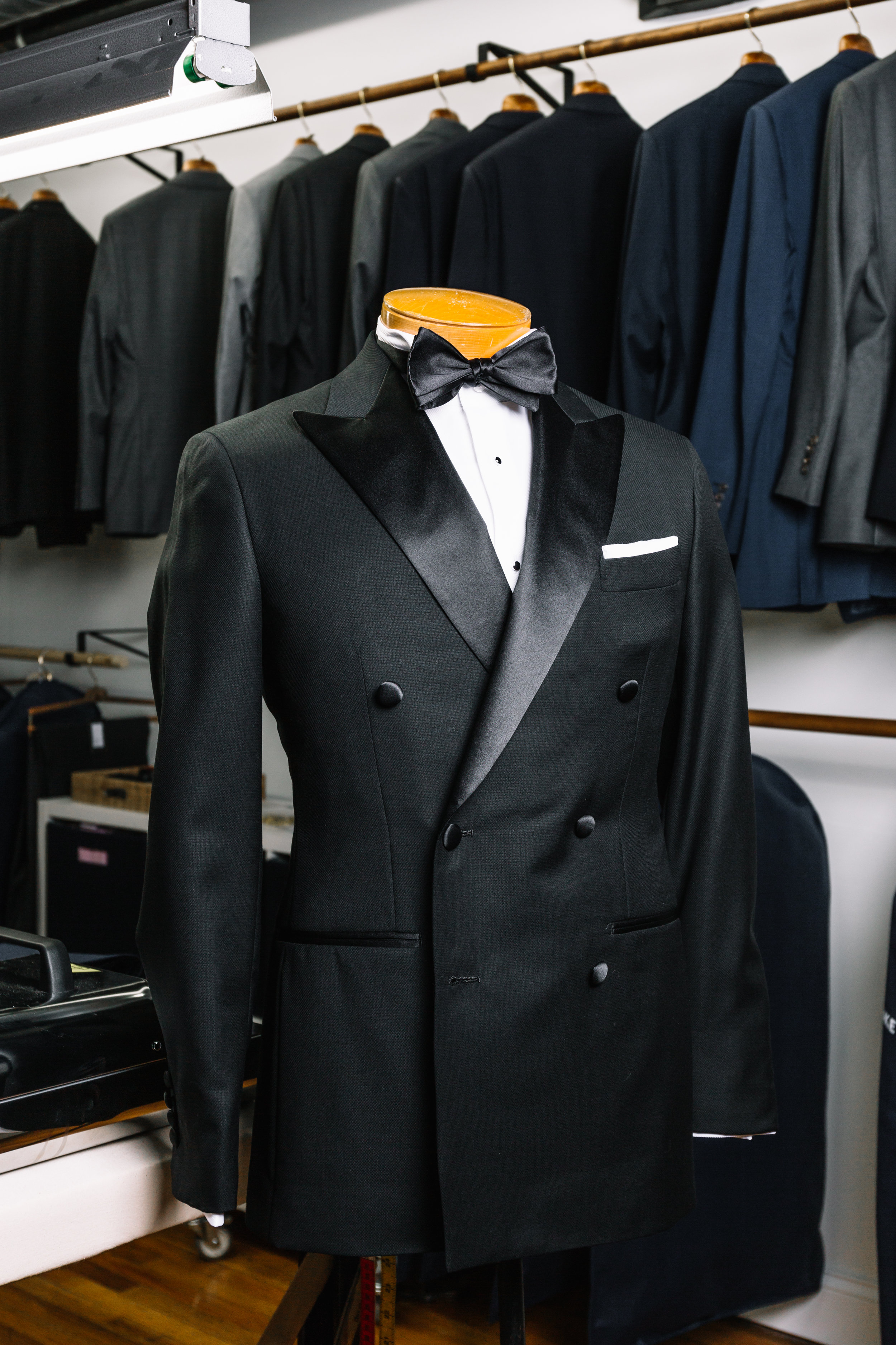 Tuxedo fabrics are usually woven with white yarns, as well as silk, to give a sheen effect.
