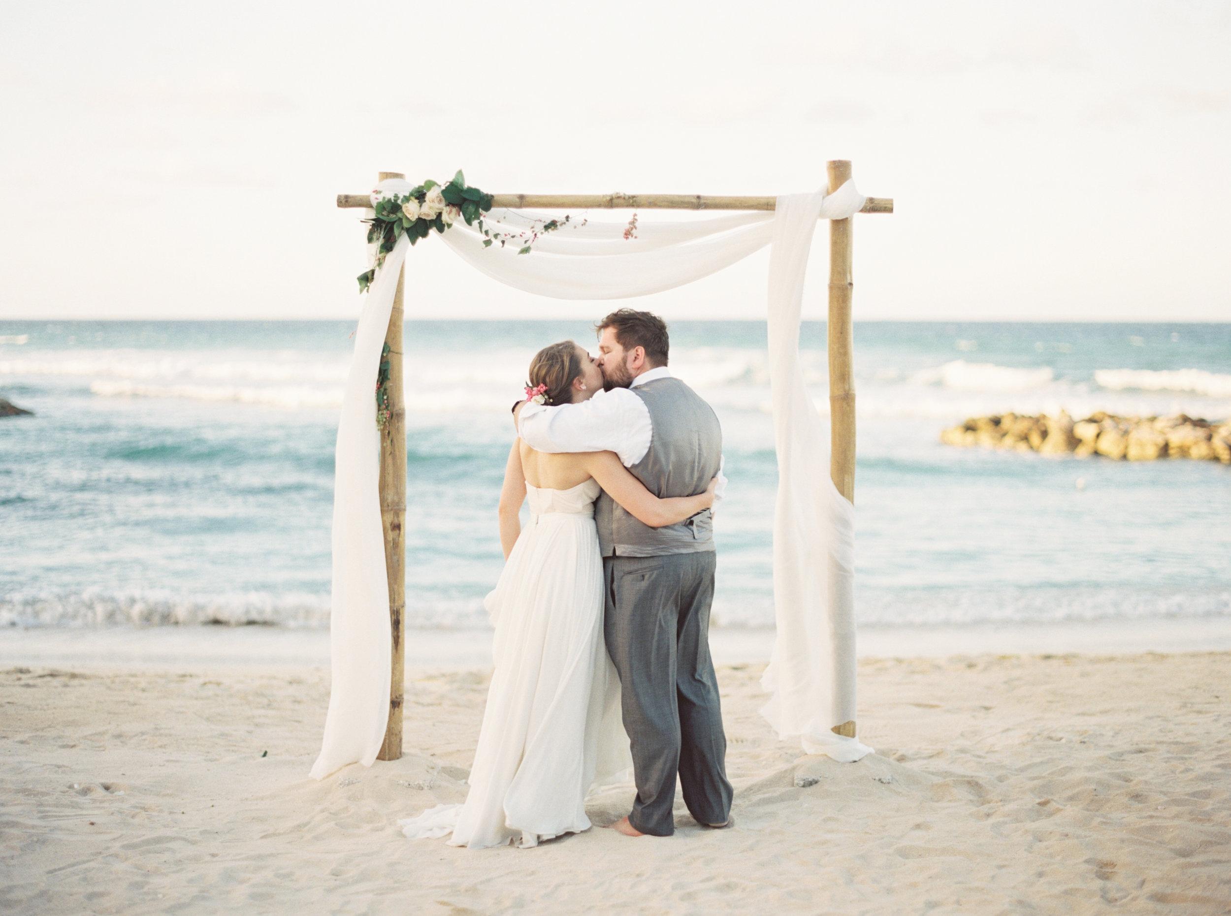 Jamaica destination wedding by Dallas destination wedding photographer Tracy Enoch