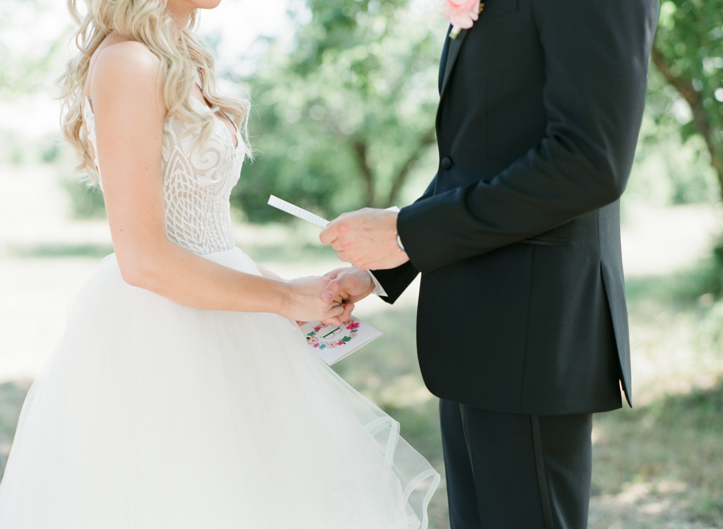 Idyllic Texas white farm wedding, by Dallas destination wedding photographer Tracy Enoch