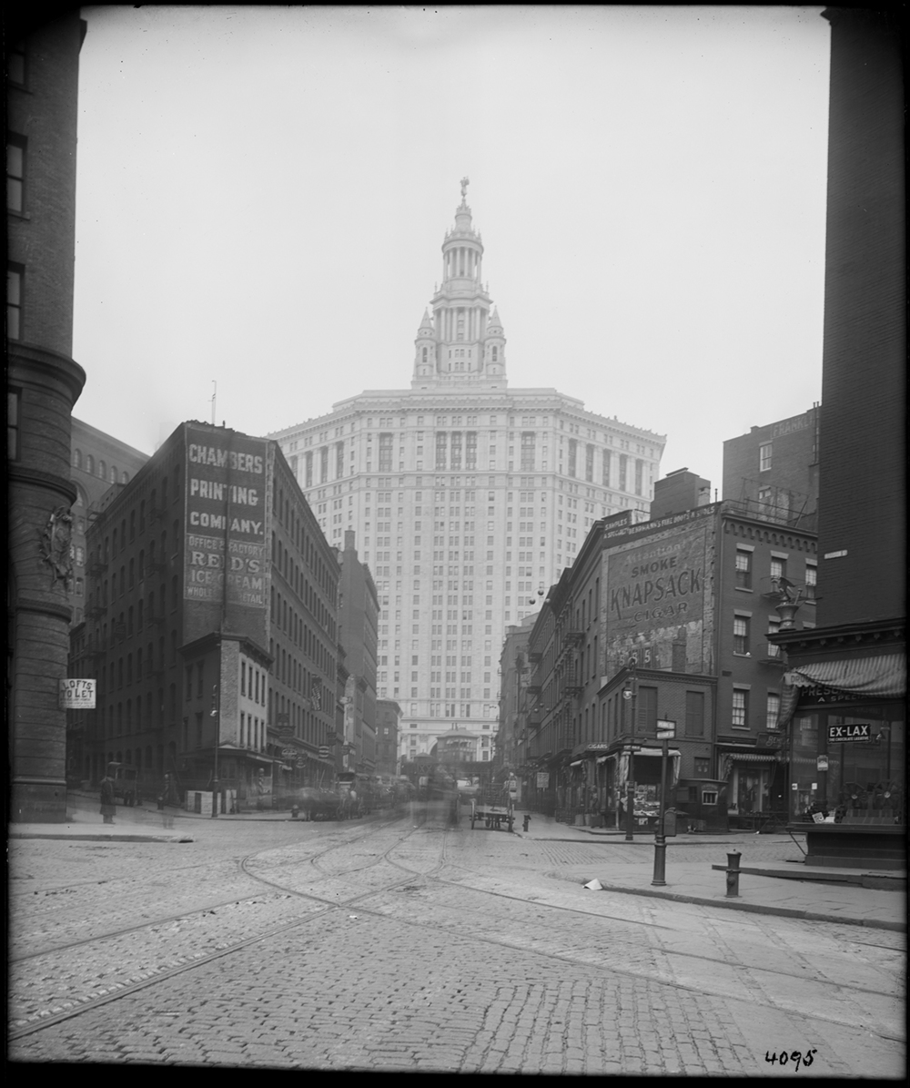 Municipal Building looking west from Chambers Street and Madison Avenue and Pearl Street, Eugene de Salignac, January 12, 1914