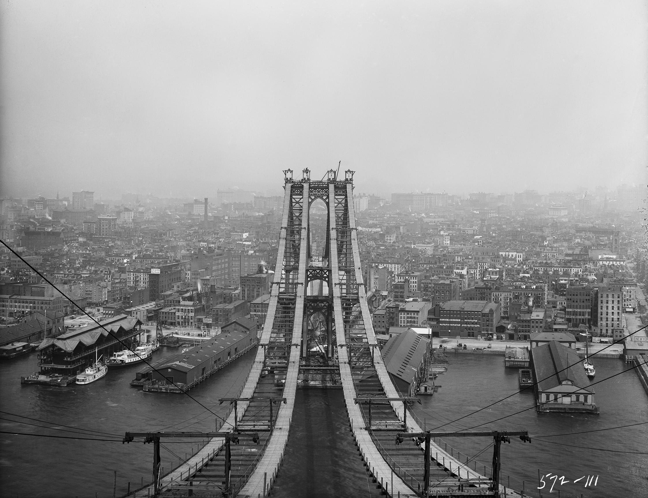Manhattan Bridge, looking west from Brooklyn tower showing foot walk, Eugene de Salignac, August 2, 1908
