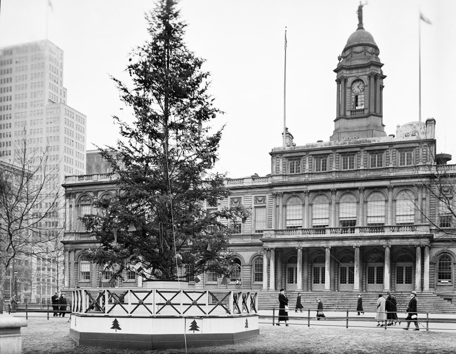 Unlit tree in front of City Hall,ca. 1937.WPA Federal Writers' Project, NYC Municipal Archives.