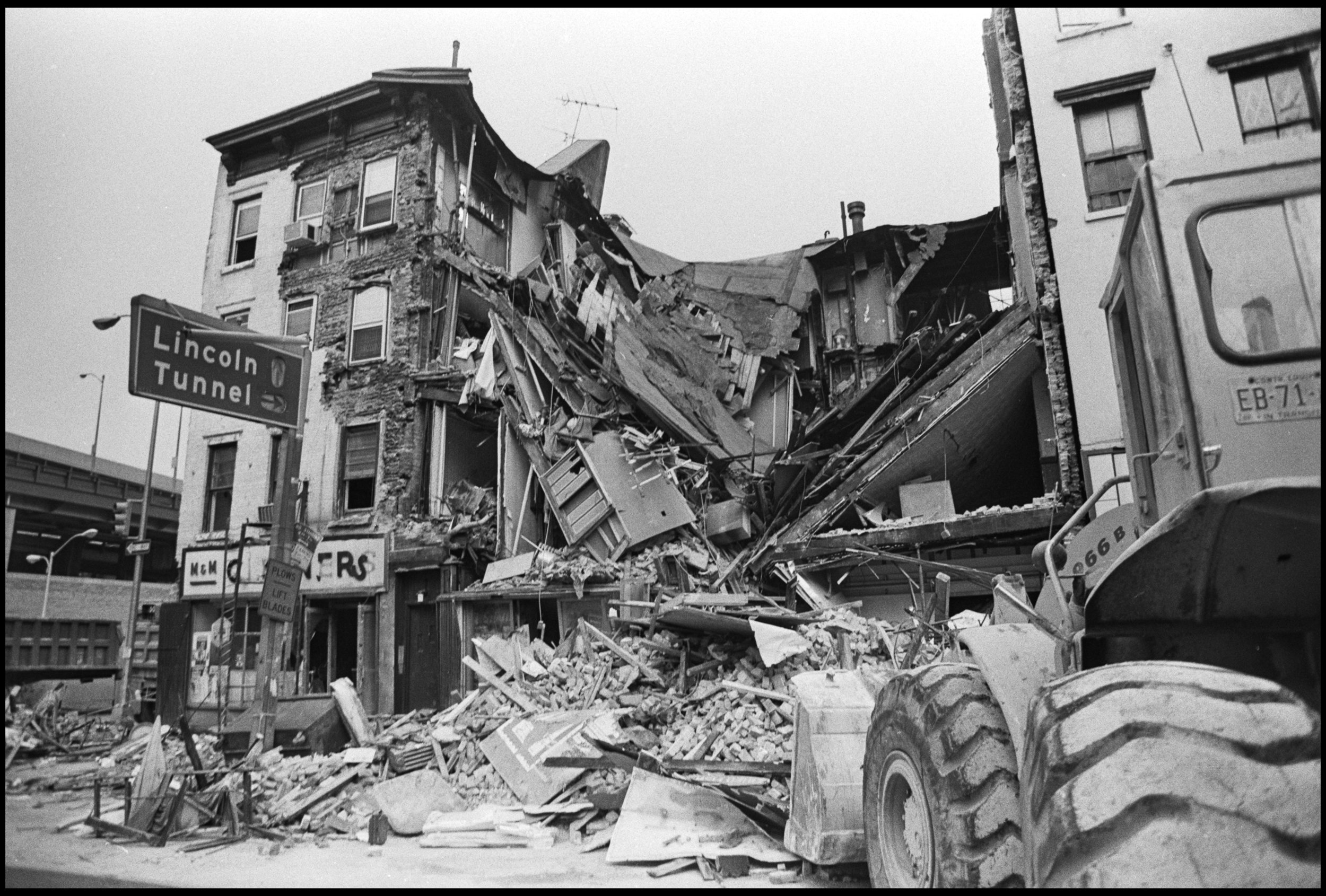 Collapsed building, 567, 569, 571 Ninth Avenue, Clinton/Hell's Kitchen. September 1981. Photographer unknown.