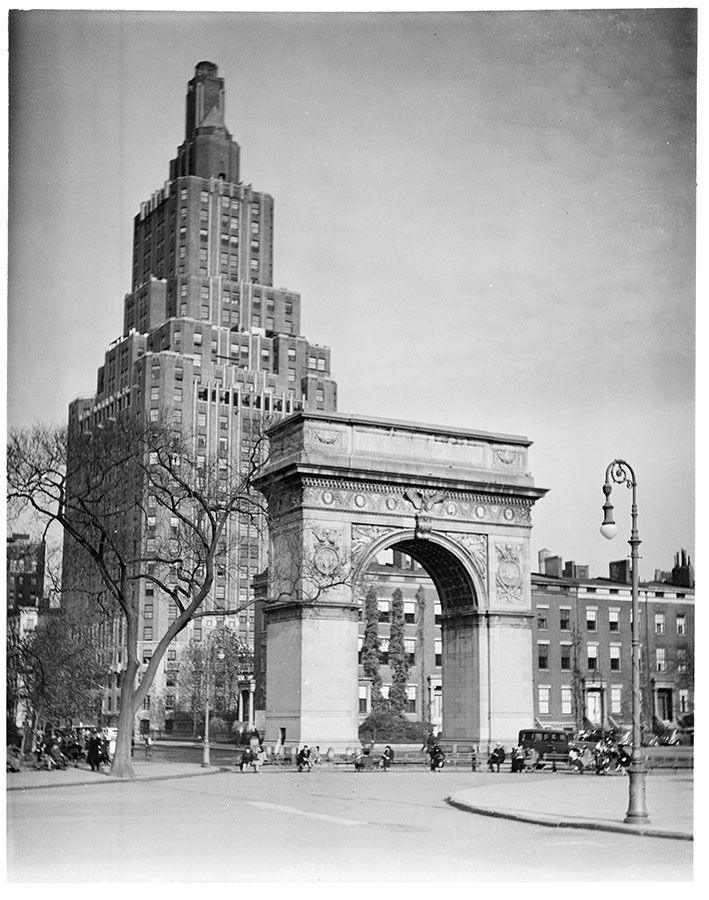 Washington Arch in Washington Square Park. Date: 1937. Photographer: Edwards. WPA-FWP Collection, neg. 635b. NYC Municipal Archives