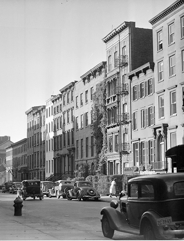 Washington Square North. Date: 1937. Photographer: Edwards. WPA-FWP Collection, neg. 635e. NYC Municipal Archives.