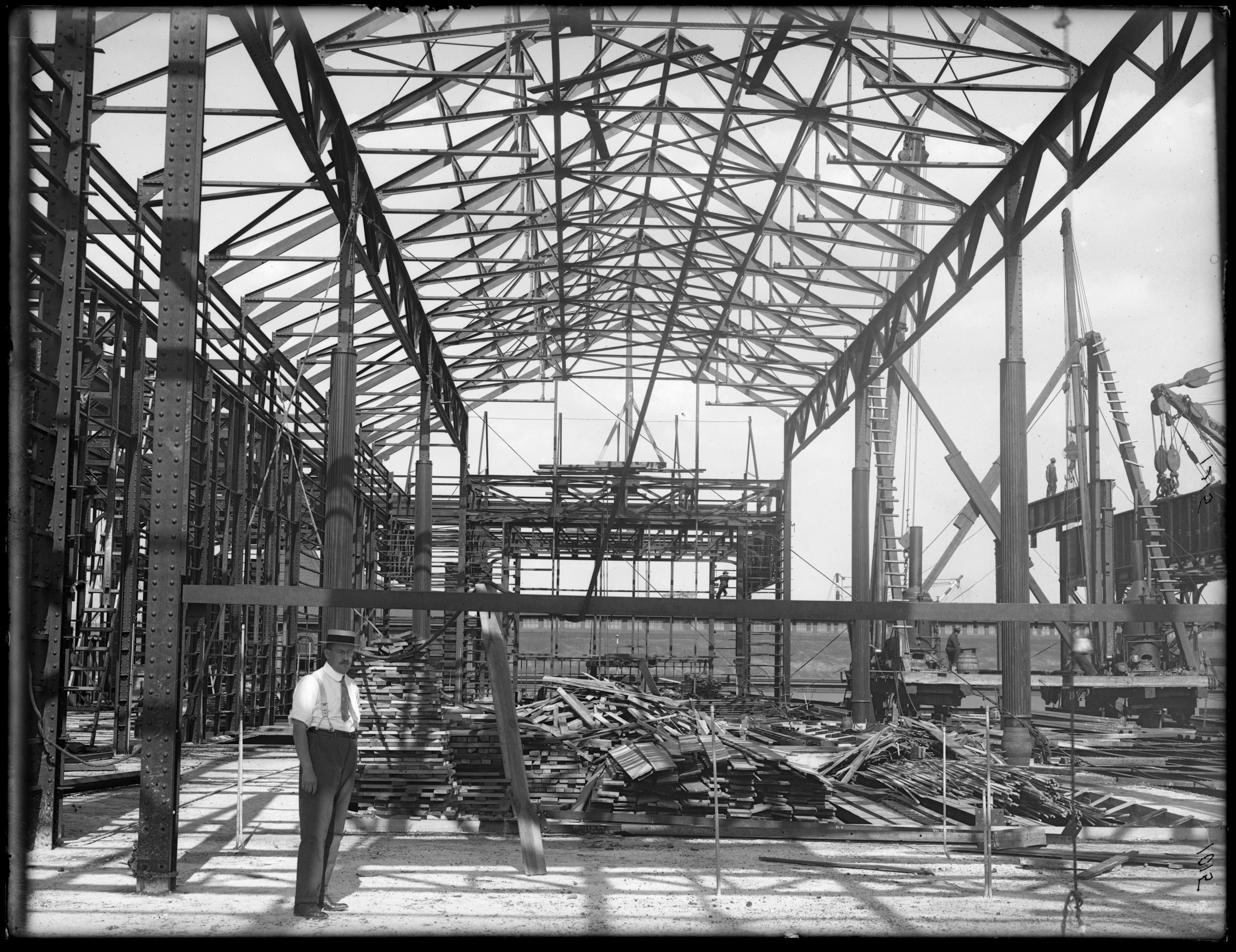 Construction of the 39th Street Ferry House, 1908. The second ferry route to be acquired by the City was the Whitehall Street-39th Street (Brooklyn) route that it took over from The New York and South Brooklyn Ferry and Transportation Company in 1906. Department of Dock and Ferries photographs. NYC Municipal Archives.