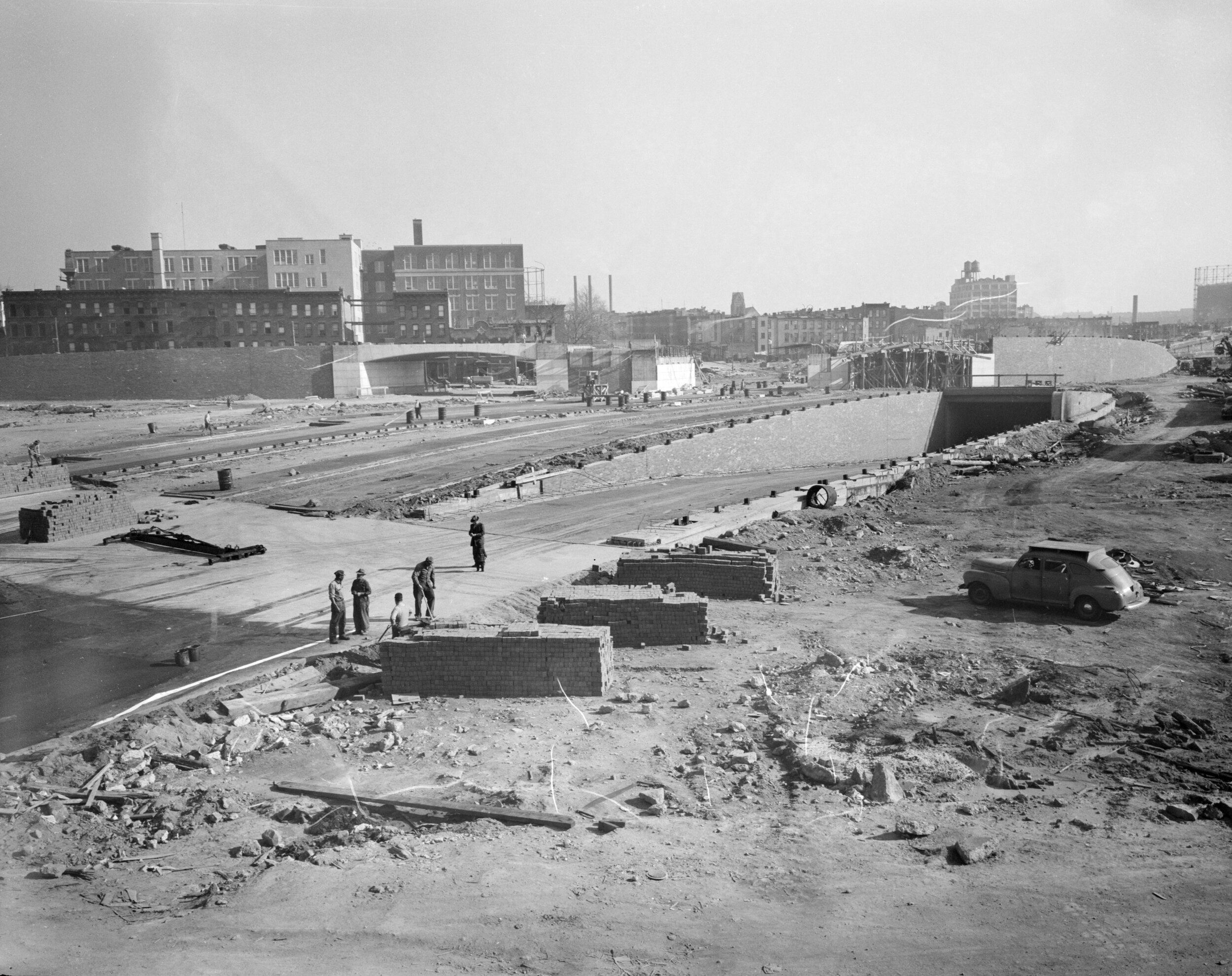 Construction of the approach to the Brooklyn Battery Tunnel in Brooklyn, November 10, 1948. NYC Municipal Archives. Department of Parks and Recreation Collection, NYC Municipal Archives.