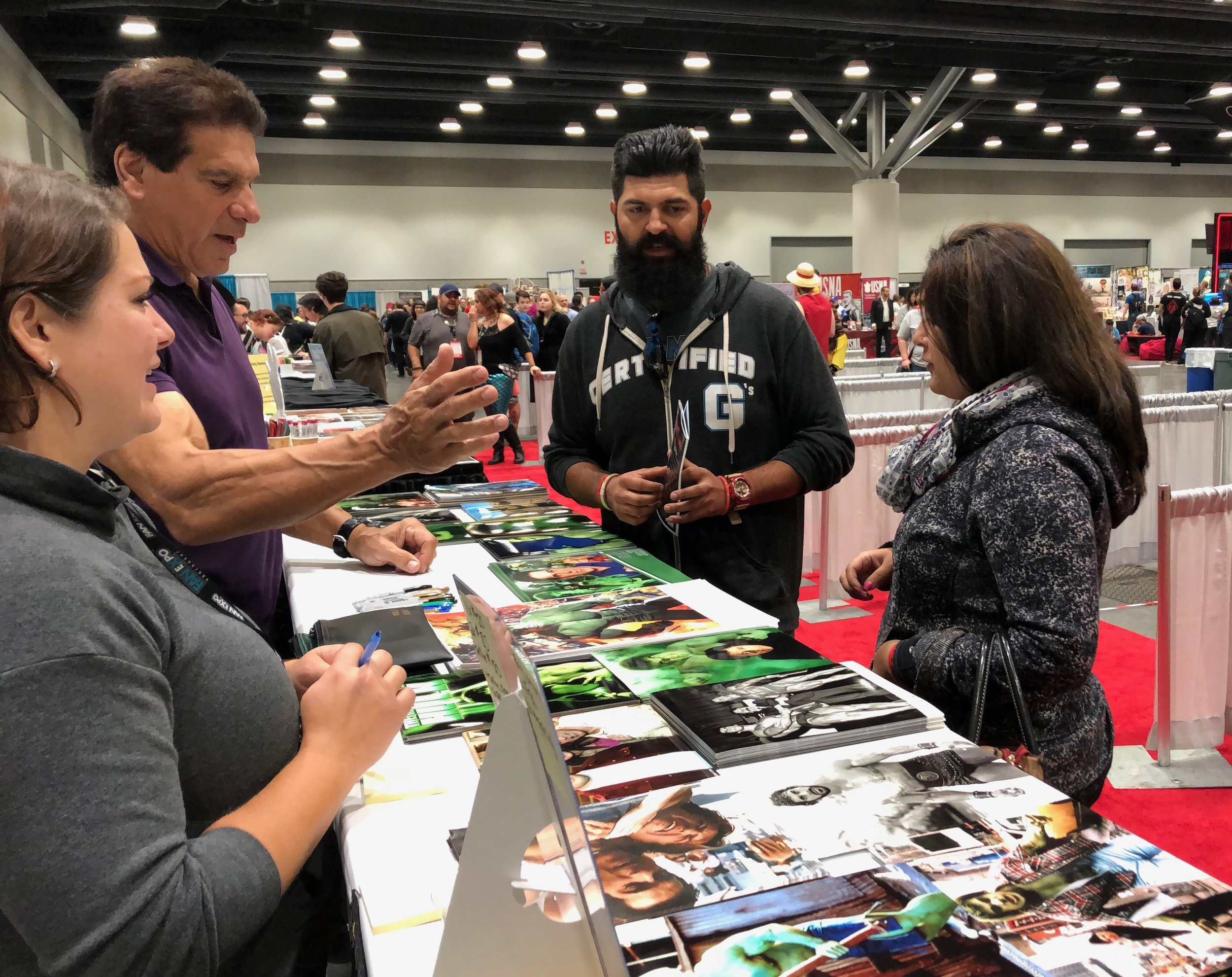 Lou Ferrigno chatting with fans at FAN EXPO Vancouver 2018.   (Photo credit: Chris Doucher/GeekNerdNet.com)