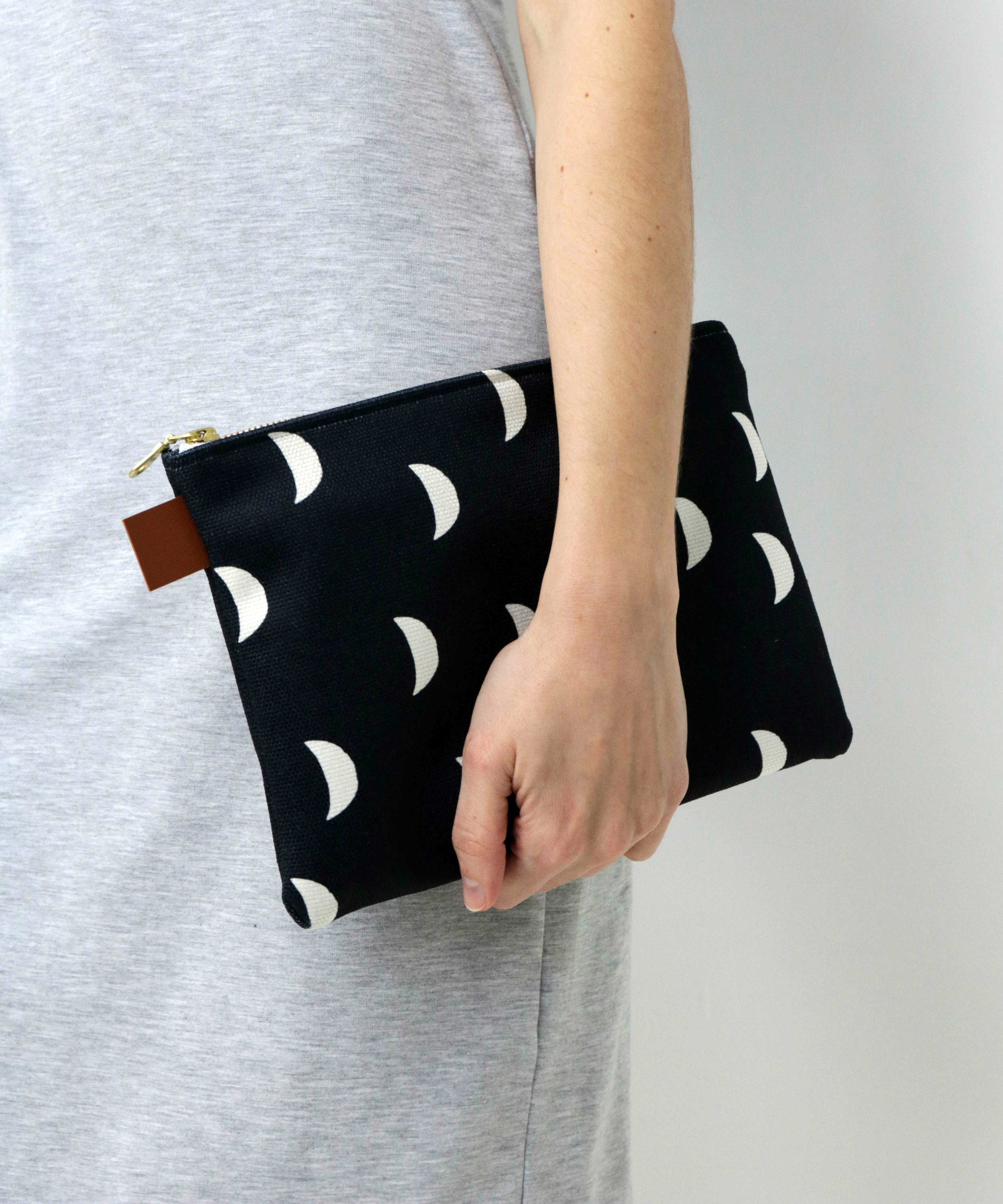 SMC-MOONS-POUCH-Model-6.jpg