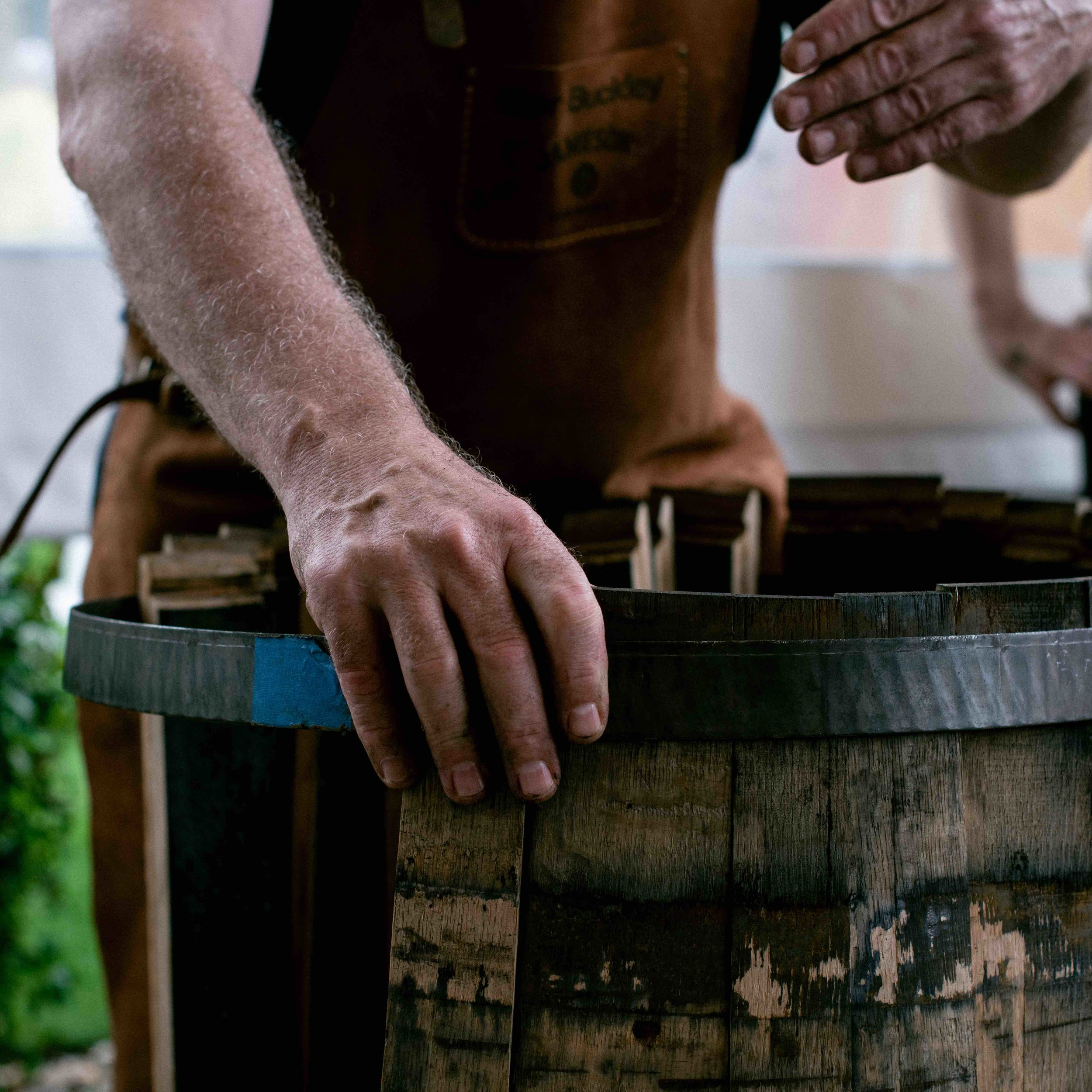 FY19_JAM_JORG_LTN_BP_MIAMI_PRODUCT_instagram_1x1_STILL_Ger_Barrel_Hands_CloseUp.jpeg