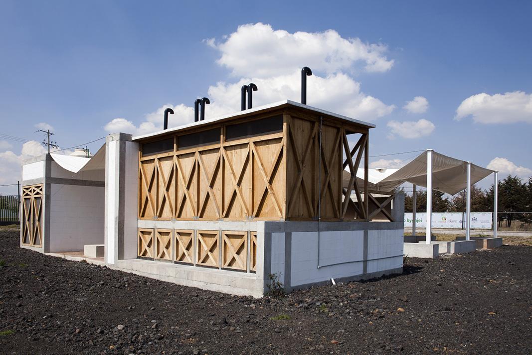 los baños secos se construyen con la misma cimbra que se utilizó durante el colado de los elementos estructurales y muestran su funcionamiento sustentable