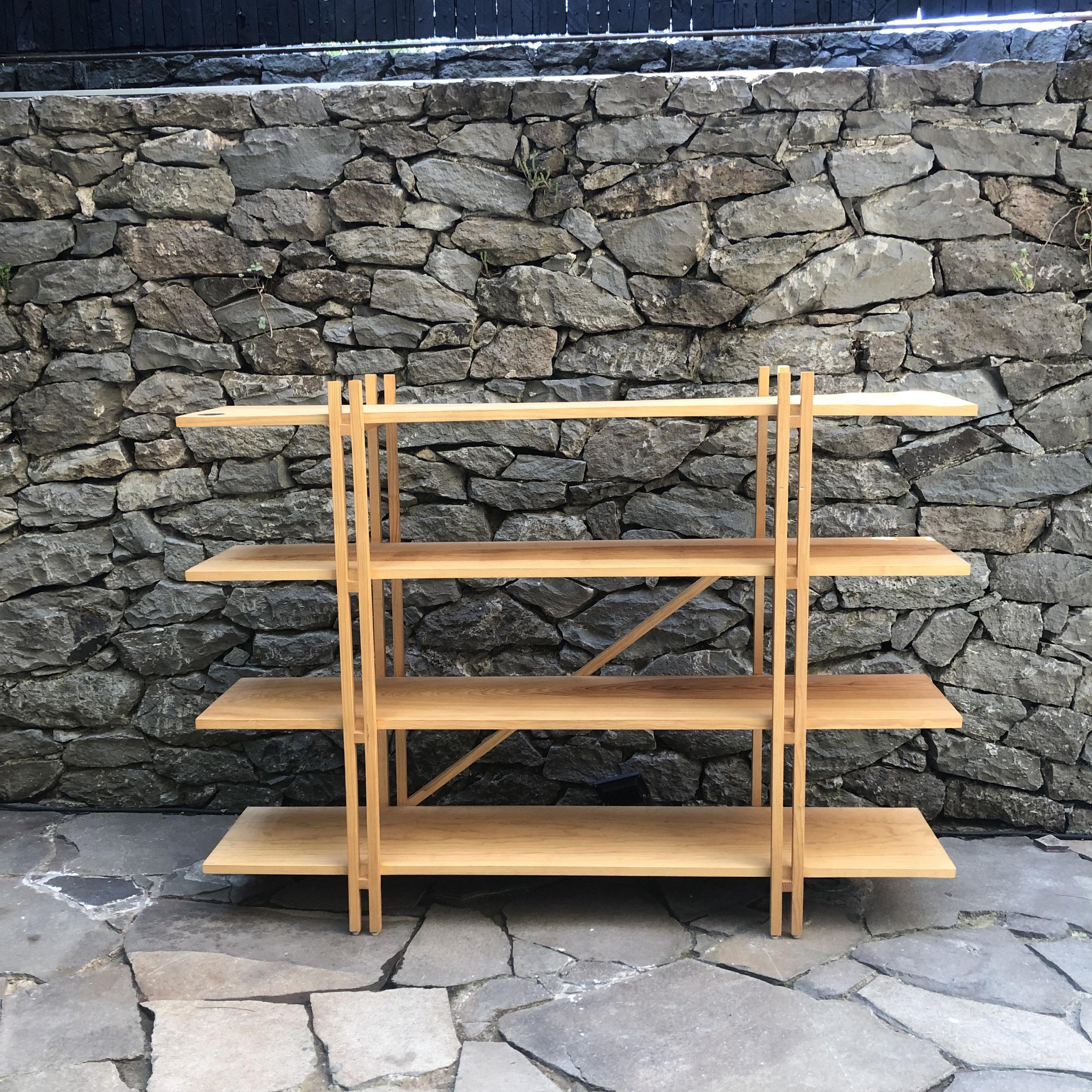 librero M   medidas: 1.50m x .30m x 1.10m - madera de pino encerada