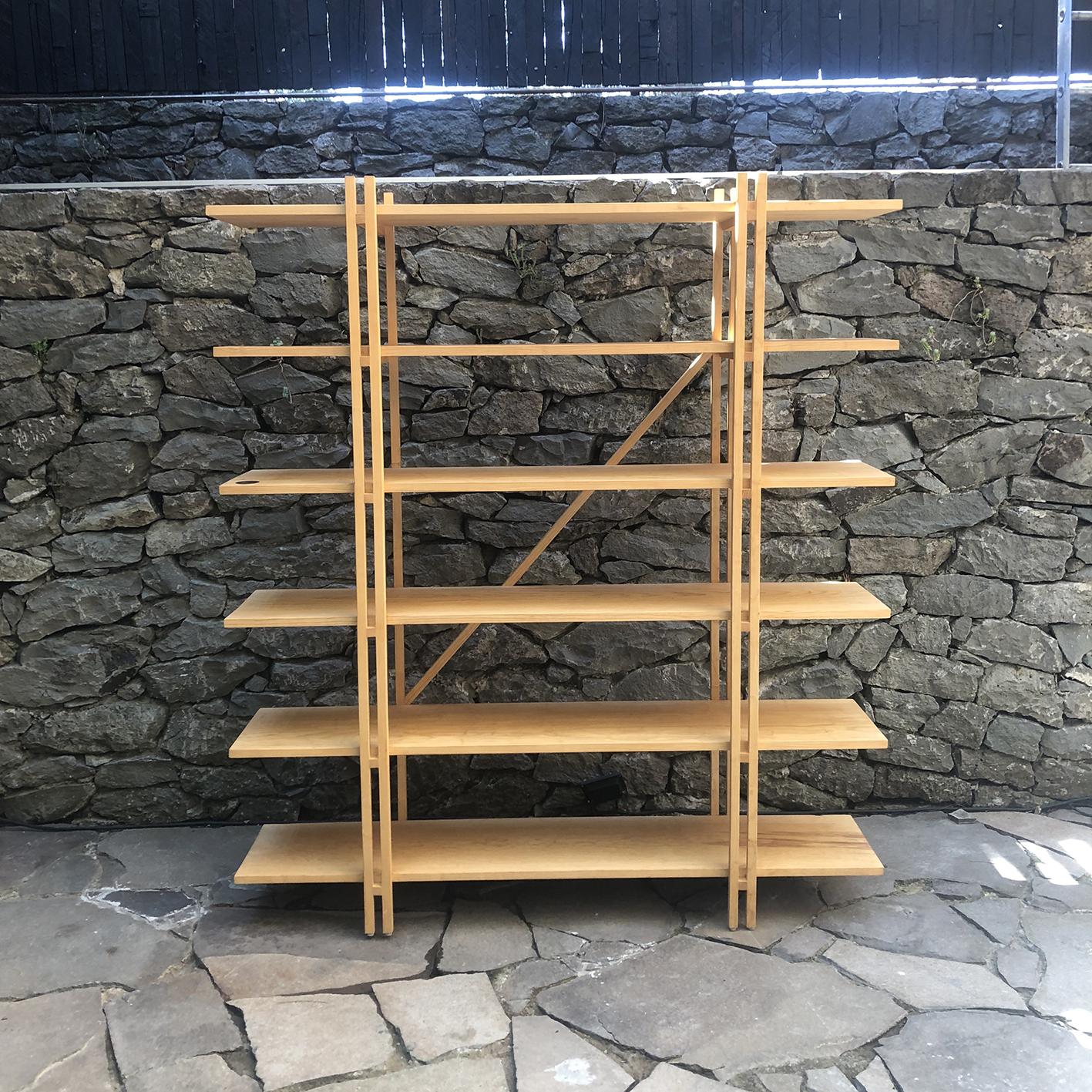 librero H   medidas: 1.50m x .30m x 1.80m - madera de pino encerada