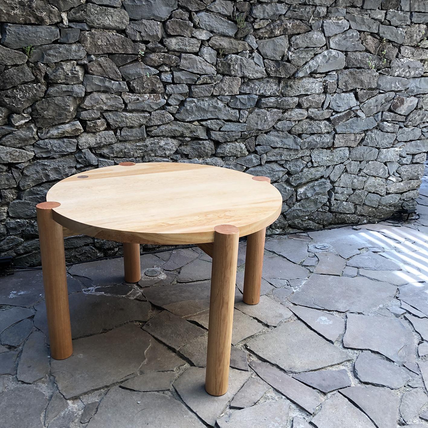 mesa Q   medidas: 1.50m diámetro x .75m - madera de pino encerada