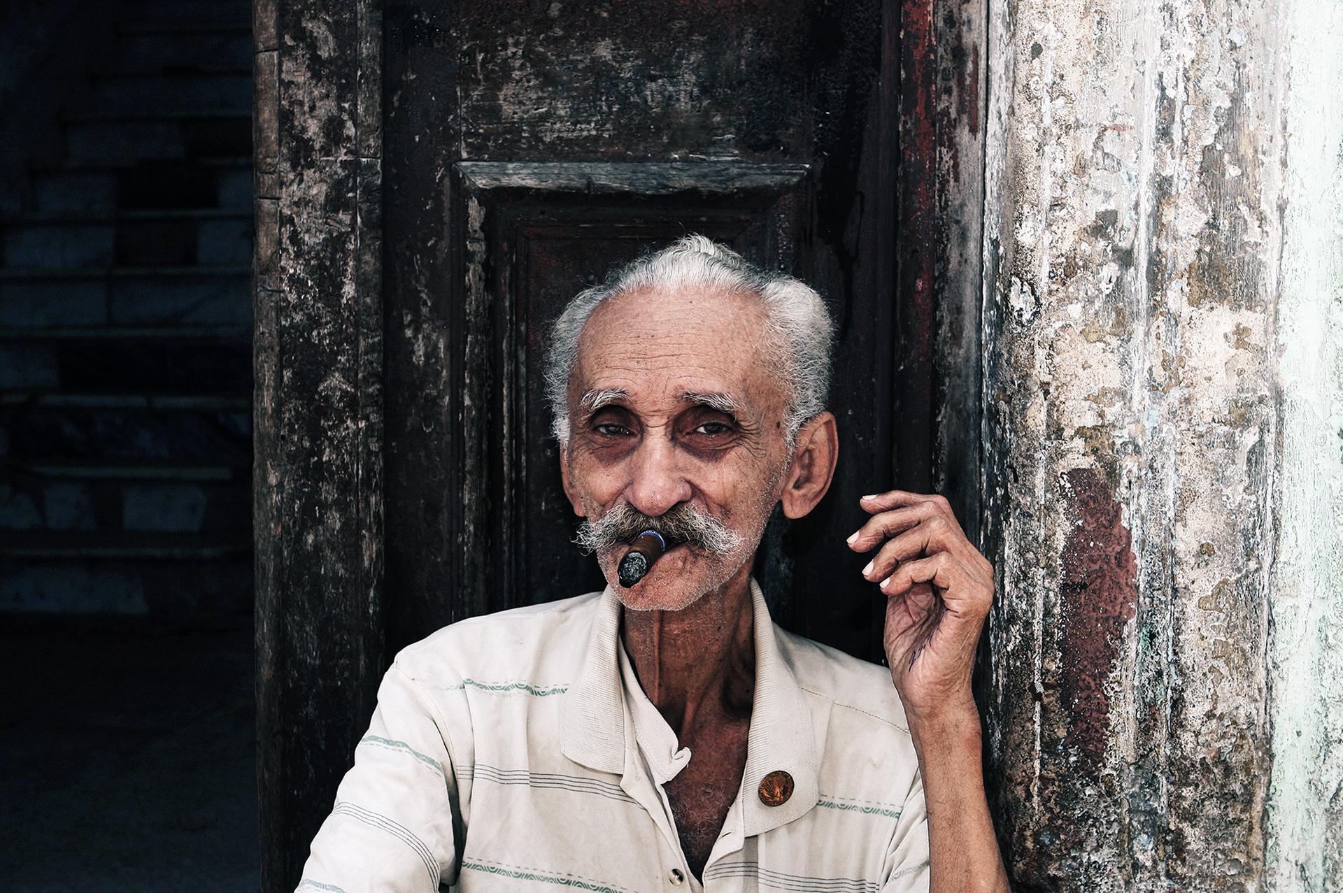 2-cigar.jpg