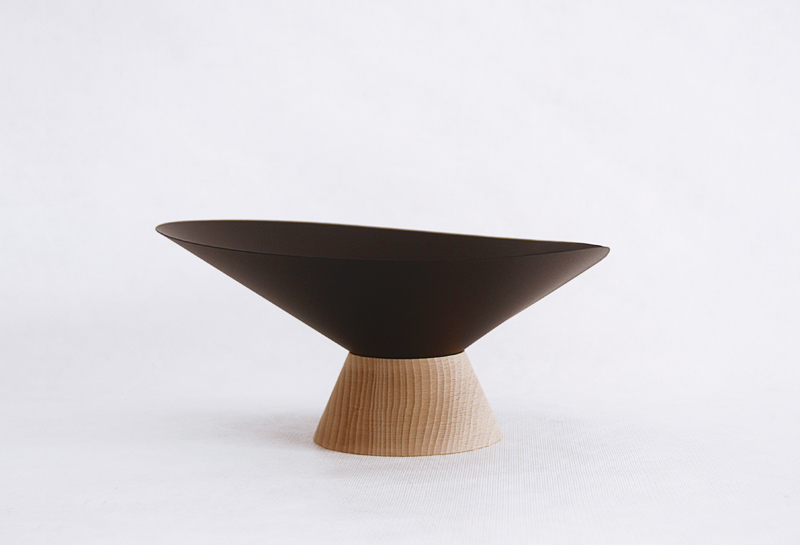 Selv om skålen Mamut er noe mer organisk både i materialbruk og form, har den likevel den kjente signaturen til designtrioenLa Mamba.