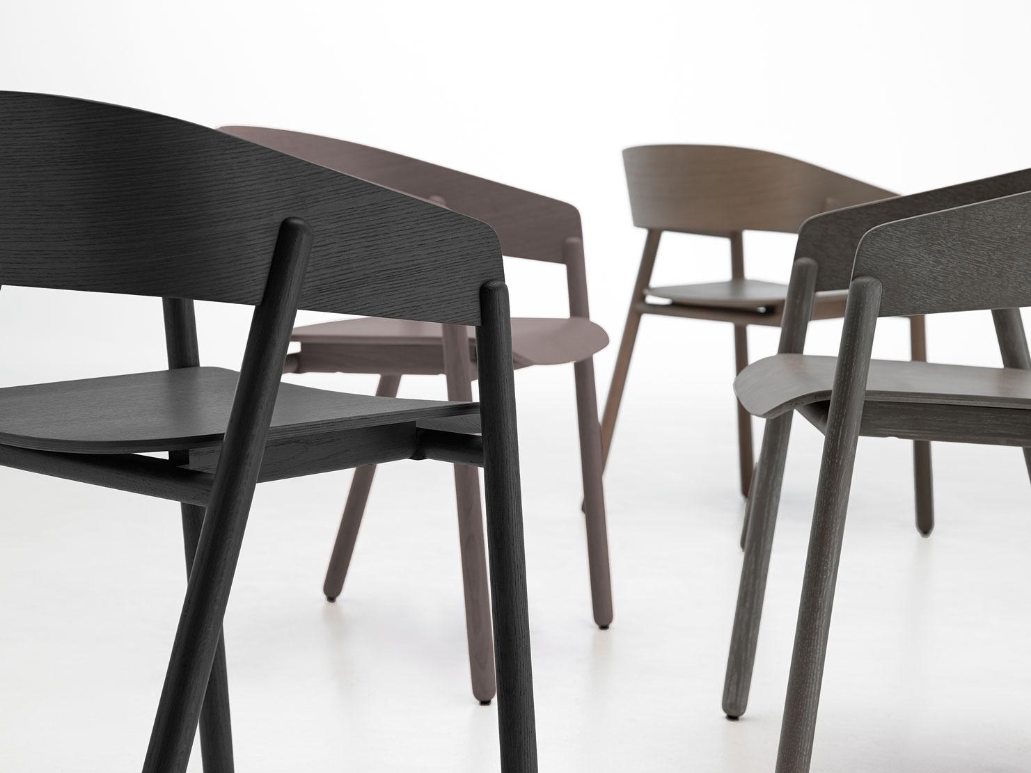 Mava stol av Stephanie Jasny, En sofistikert og anvendelig stol til spisebord eller kirkerom - og alt i mellom.