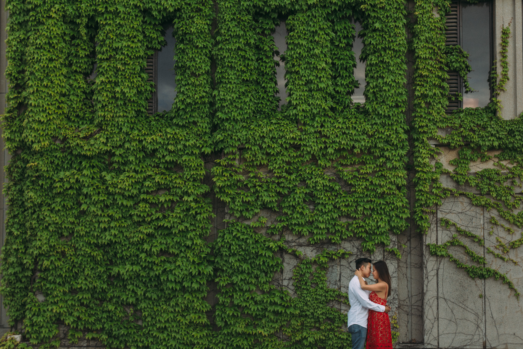 Queens-University-engagement-session-Kingston-Christine-and-Michael-by-Sam-Wong-of-Artanis-Collective_007.jpg