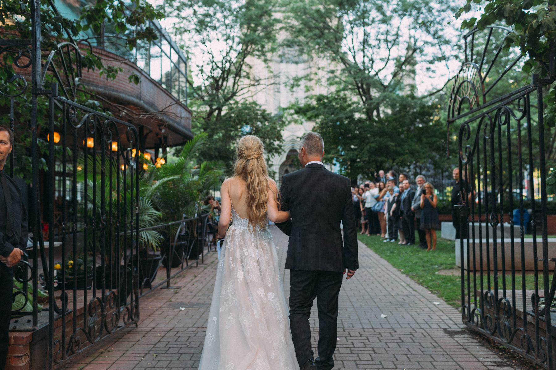 La-Maquette-wedding-by-Toronto-modern-wedding-photographer-Sam-Wong_26.jpg