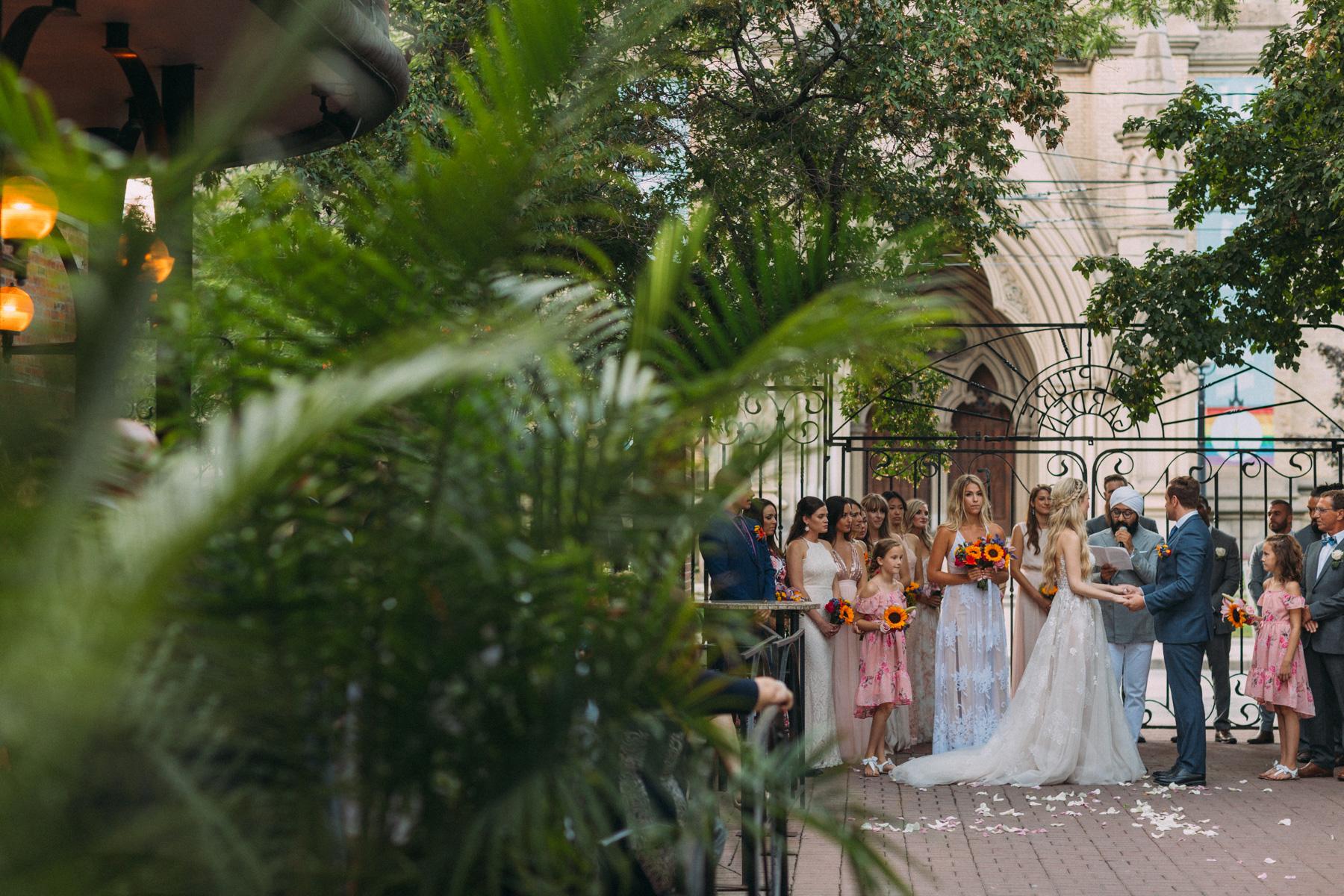 La-Maquette-wedding-by-Toronto-modern-wedding-photographer-Sam-Wong_27.jpg
