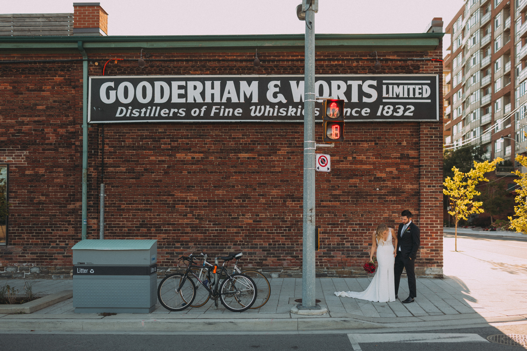 Thompson-Landry-Gallery-wedding-photos-Toronto-by-Sam-Wong-of-Artanis-Collective-Polina-Zarko_0037.jpg