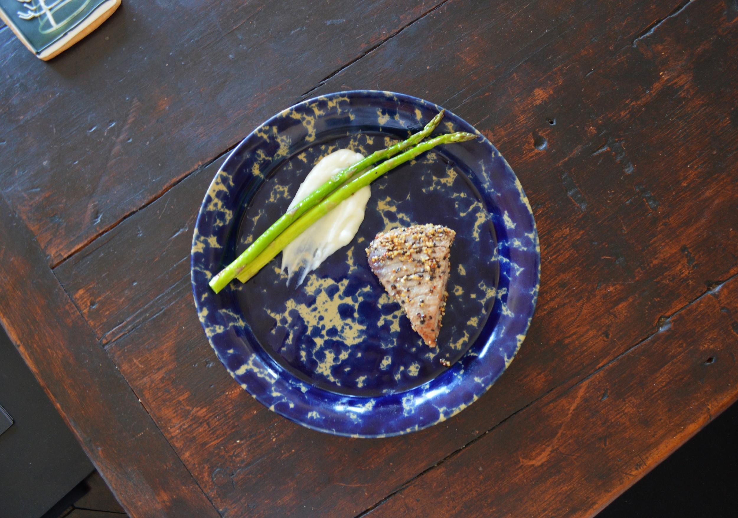 Seared tuna with potato puree and asparagus