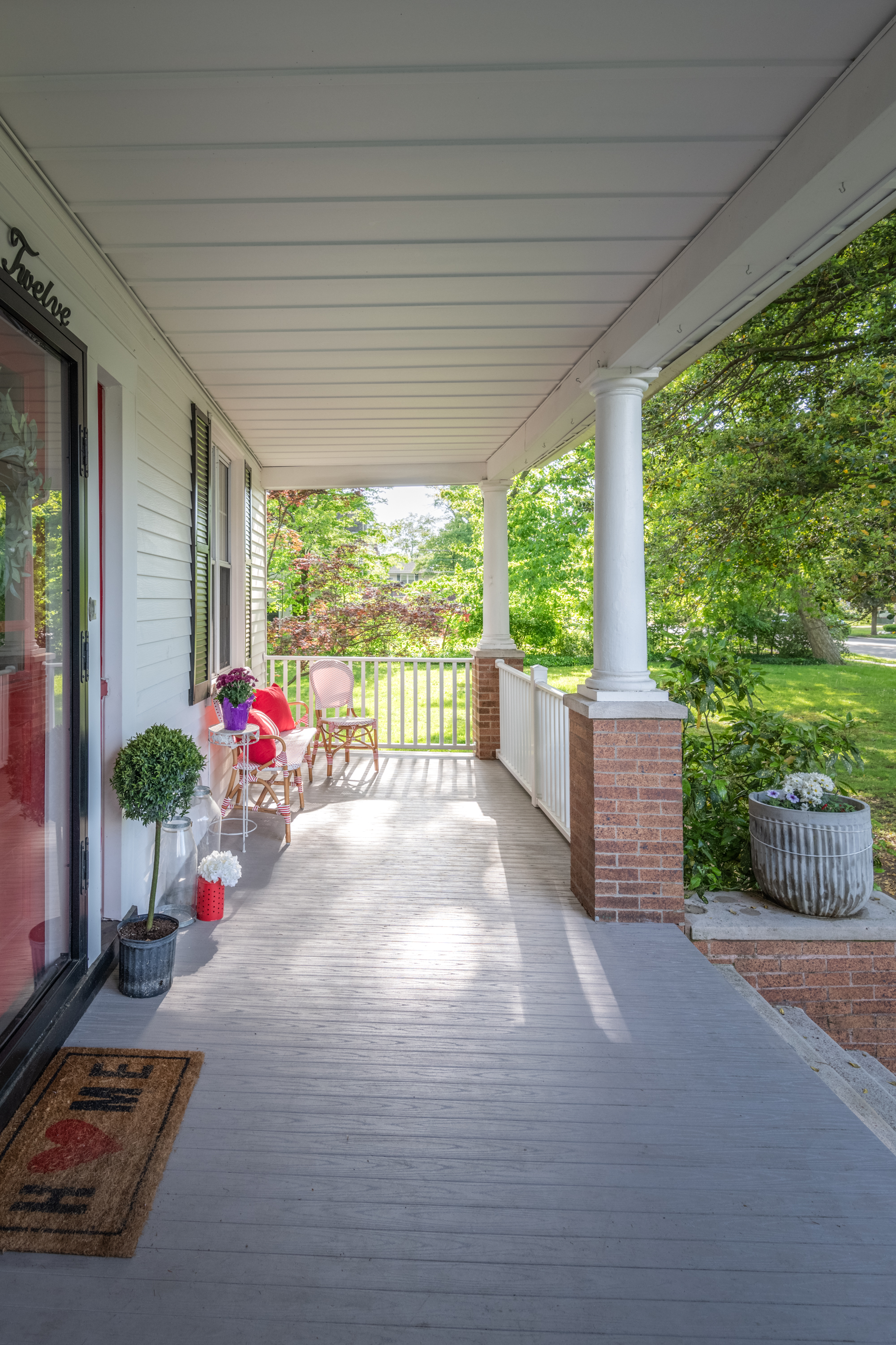 112EMaple_Exterior_FrontPorch.jpg