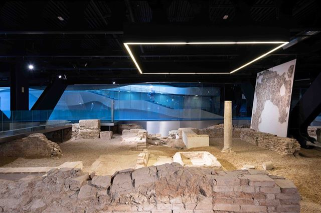 Yesterday we took a quick visit to the Antiquarium below the Setas de Sevilla, which was originally supposed to be a part of the Metropol Parasol but during construction these Roman remains from Tiberius (ca. 30 d.C.) to the s. VI, as well as an Islamic Almohad house of the XII and XIII centuries were uncovered. The Antiquarium was very interesting to walk around and see all the remains and to learn about the history. . The space of the Antiquarium is also interesting because the archaeological remains are located in a diaphanous space surrounded by a glass membrane that envelops the entire space and spatially impacts the ruin with hanging walls and light lanterns. Together with the lighting and the materials used, the space allows us to transmit the sensation of being in the spaces in which the Roman ancestors lived as if the visitor were diving in the sea. . . . #SetasdeSevilla #cityscape #travel #city #nofilter #followthelight #architecture #architecturephotography #exploreseville #explorespain #cityviews #architecturelovers #architecturelover #architecturedesign #architecturephoto #architectureinspiration #architecturegram #exploreeverything #getoutstayout #architecturalexterior #citydesign #architecturalexterior #artandarchitecture #ig_cityscapes #houseoftones #architecturephotographer #photooftheday #longexposure #longexposureoftheday