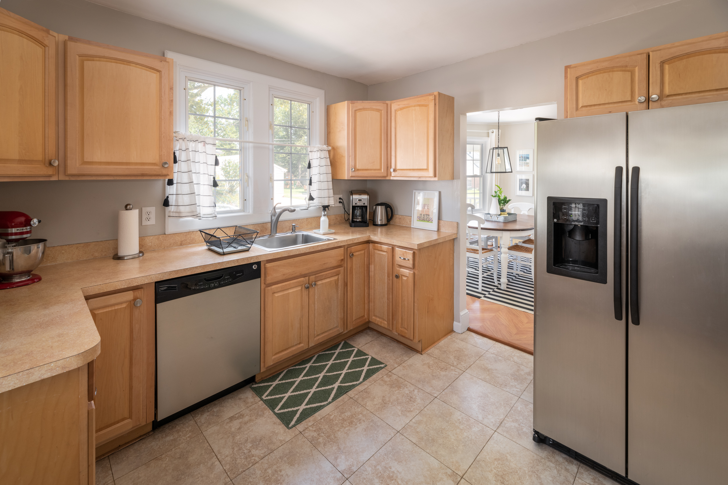 7LakeshoreDr_Kitchen_3.jpg