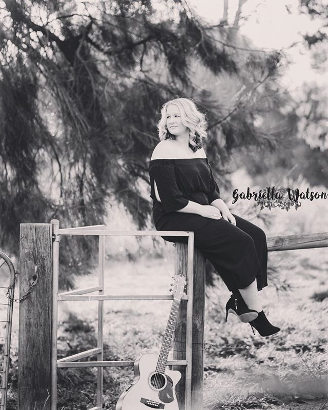 We are pleased to be working with @rothswinebarmudgee to bring @chloeswannellmusic to their beautiful vineyard this Friday evening. Catch her in the shed from 8pm. #music #mudgee