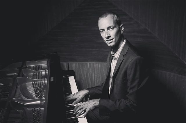 Catch pianist and all round entertainer @hbsaxby at @rothswinebarmudgee this Saturday night! He'll be kicking off in the shed from 8pm with all of your favourites. #mudgee #music #suaver