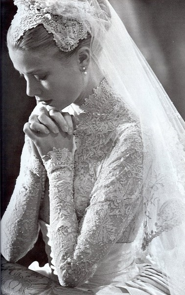 TIMELESS-WEDDING-GOWN