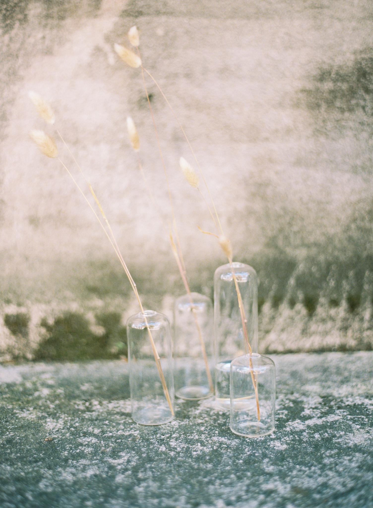 Modern wedding flowers minimal fall