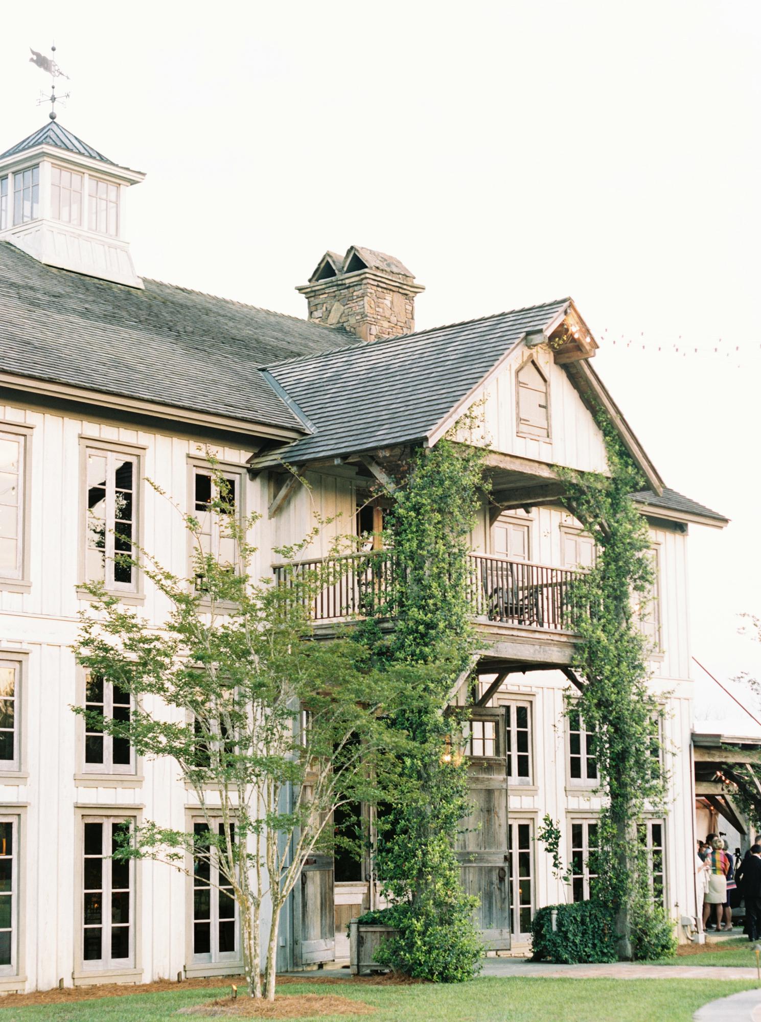 Elegant barn wedding spring