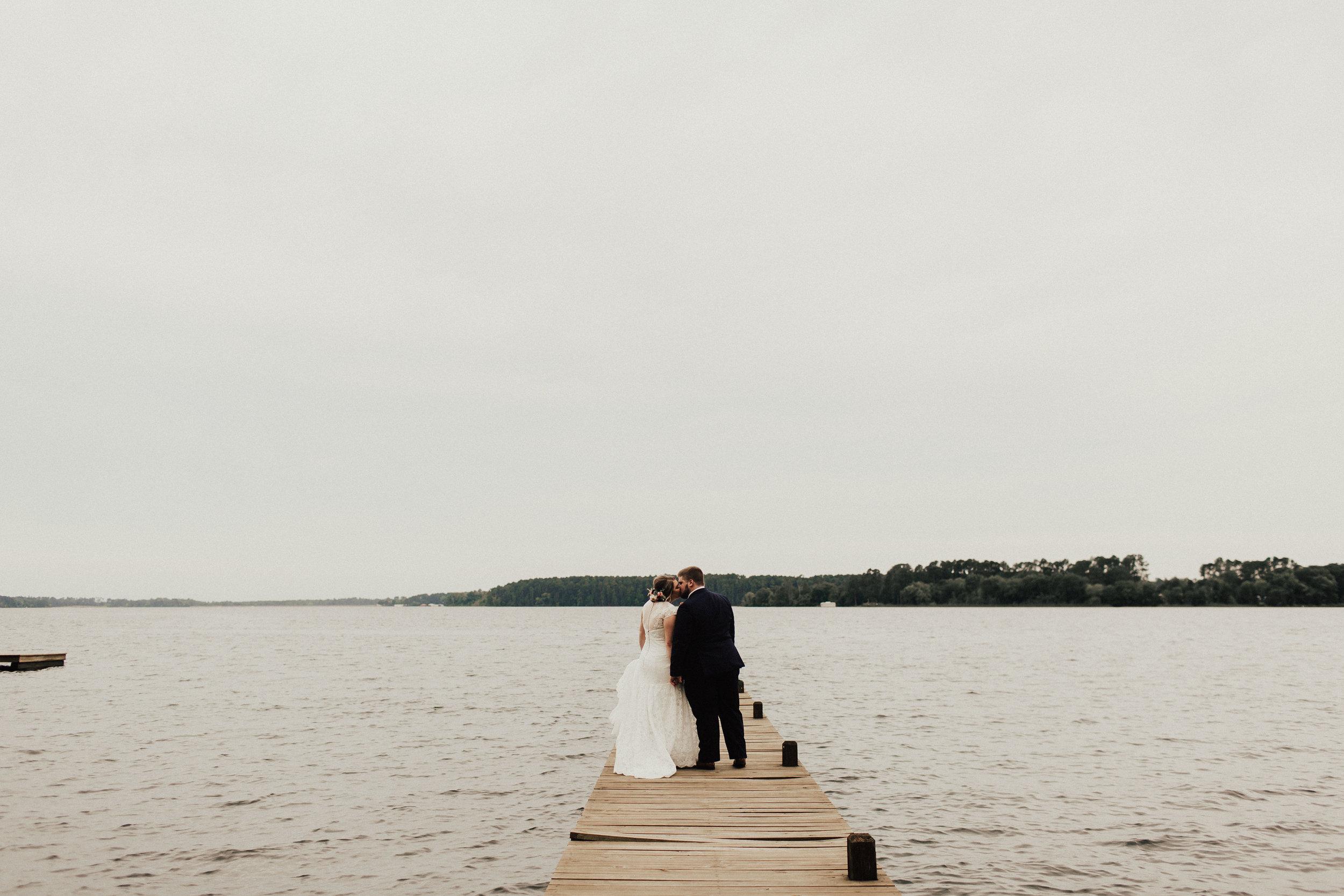 caitlin-jackson-wedding-photographer-lake-tyler-petroleum-club-texas--550.jpg
