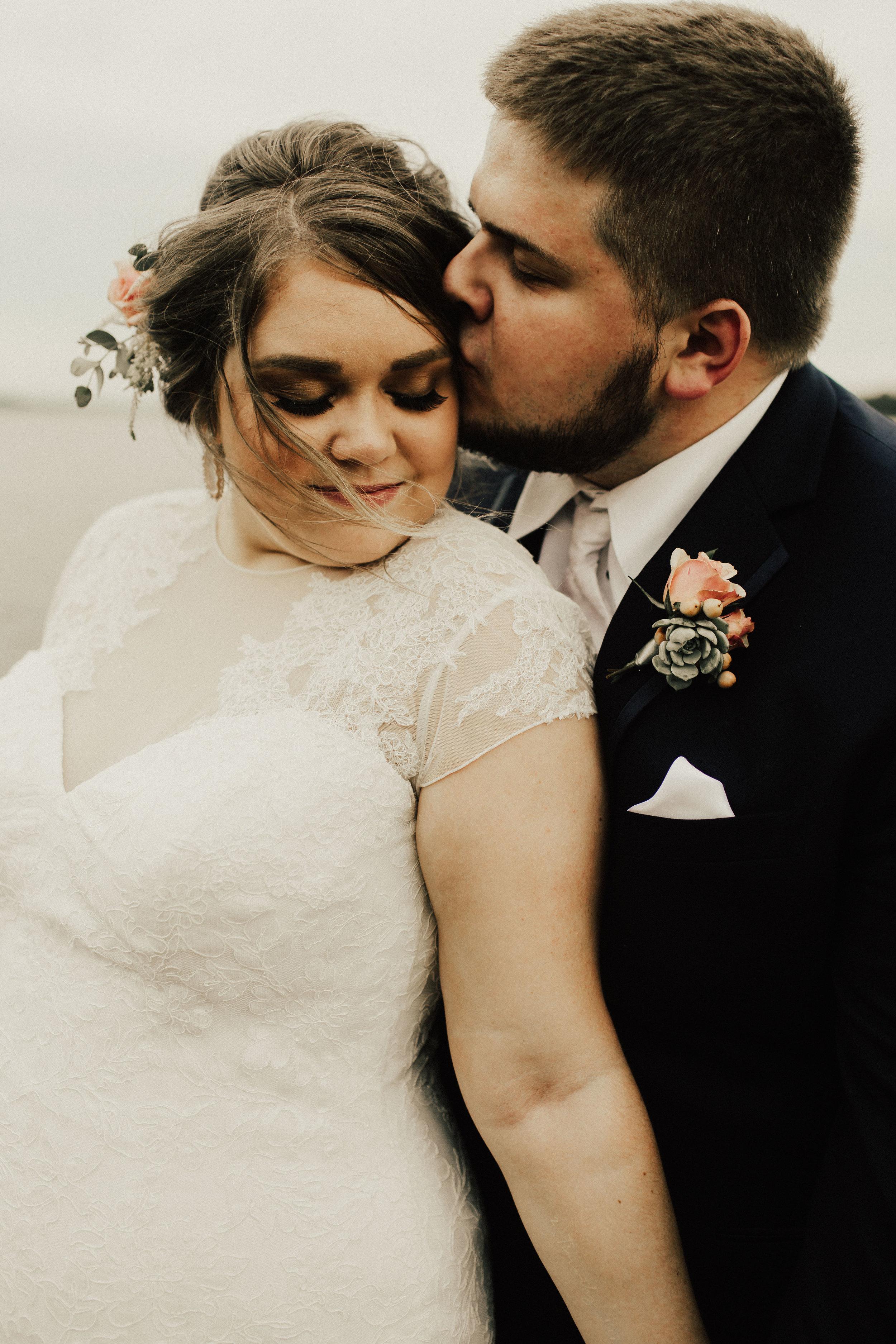 caitlin-jackson-wedding-photographer-lake-tyler-petroleum-club-texas--594.jpg