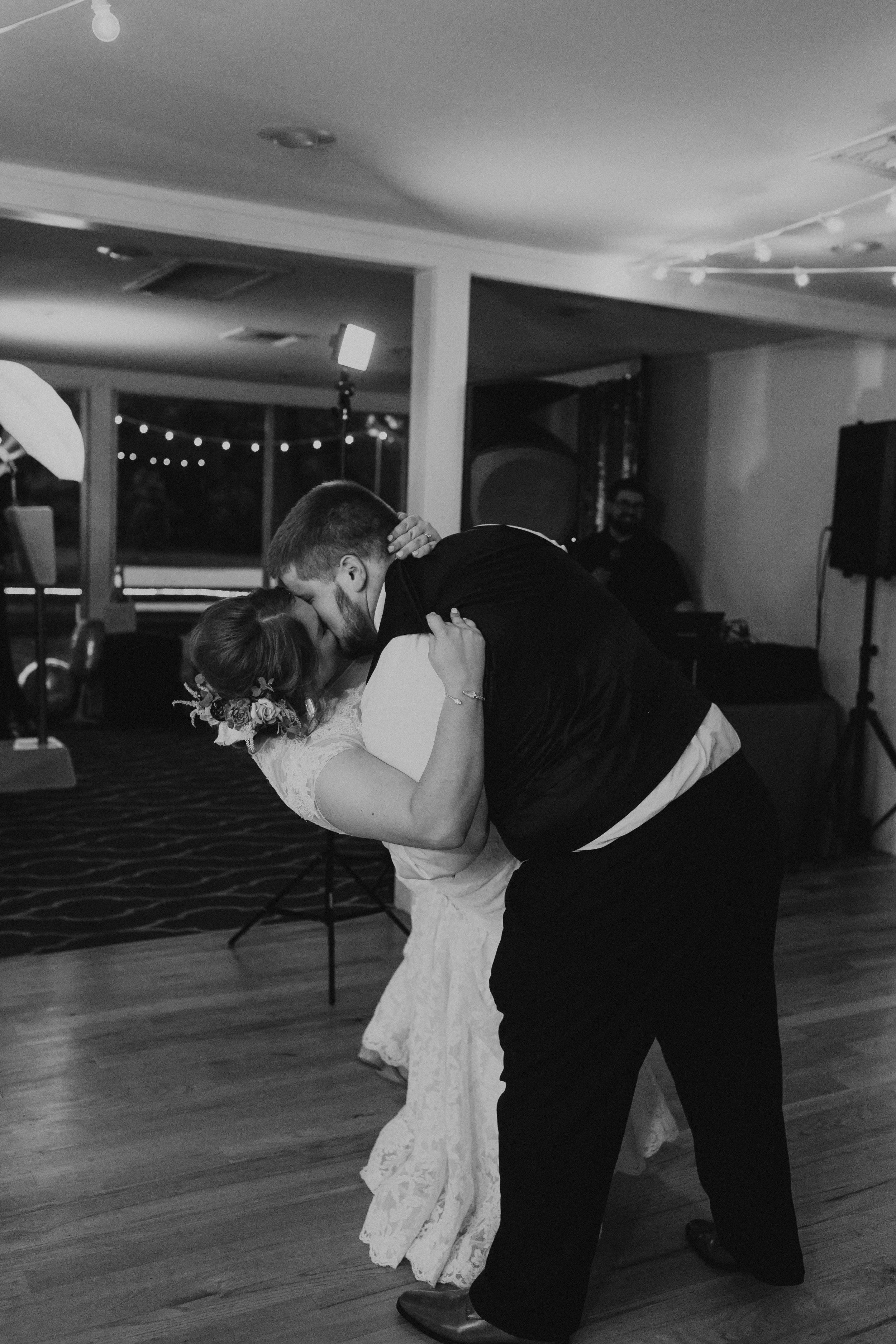 caitlin-jackson-wedding-photographer-lake-tyler-petroleum-club-texas--666.jpg