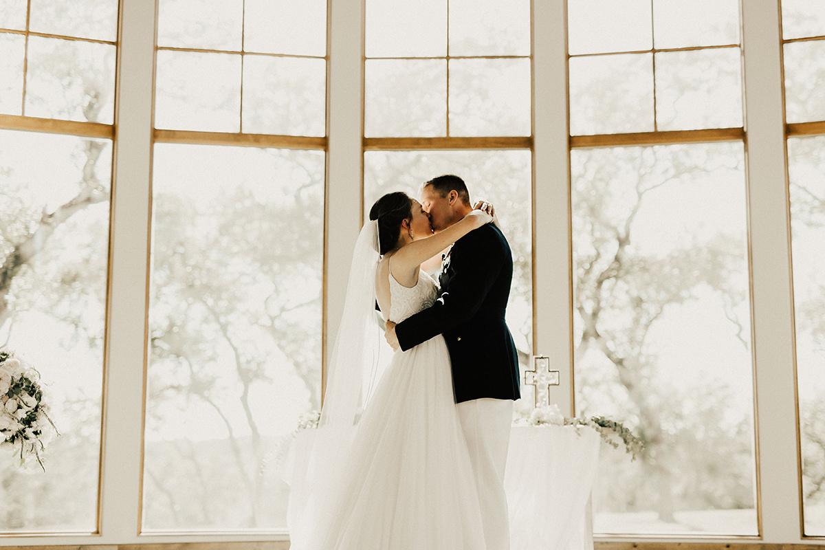 megan-joel-canyonwood-ridge-dripping-springs-texas-wedding-photographer-ceremony-76.jpg