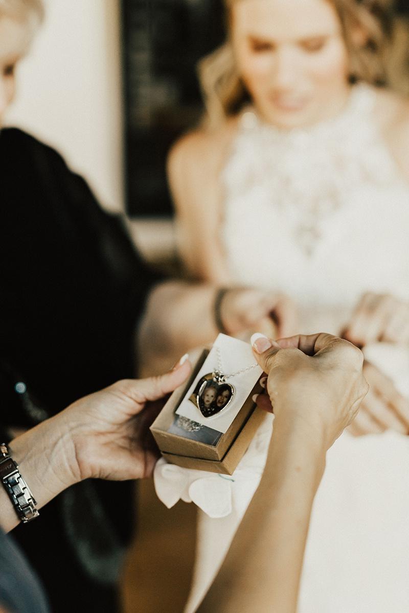 kaitlyn-alex-bentwood-georgetown-texas-wedding-photographer-850.jpg