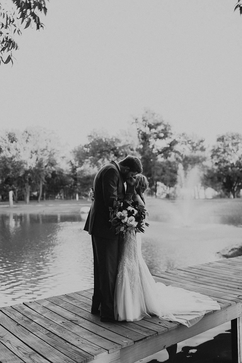 kaitlyn-alex-bentwood-georgetown-texas-wedding-photographer-2067-2.jpg
