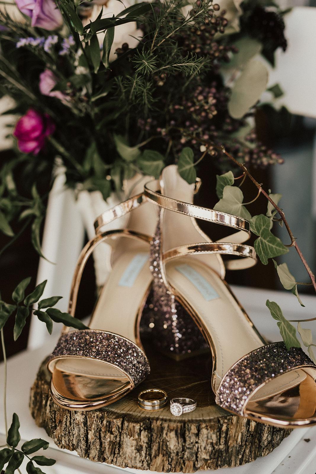 allie-tyler-vintage-villas-austin-texas-wedding-photographer-46.jpg