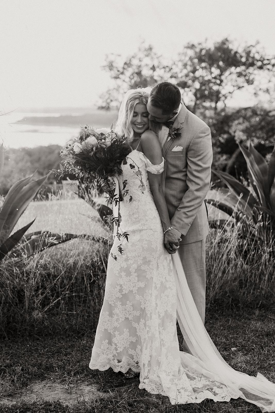 allie-tyler-vintage-villas-austin-texas-wedding-photographer-3020-2.jpg