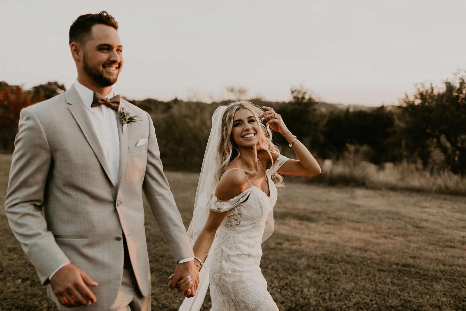 allie-tyler-vintage-villas-austin-texas-wedding-photographer-3353.jpg