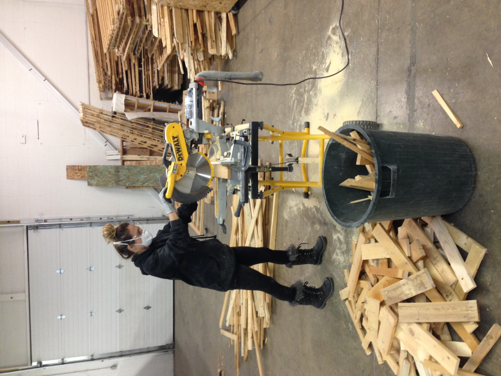 Re-Matt Team Recycling Wood from Box-Springs