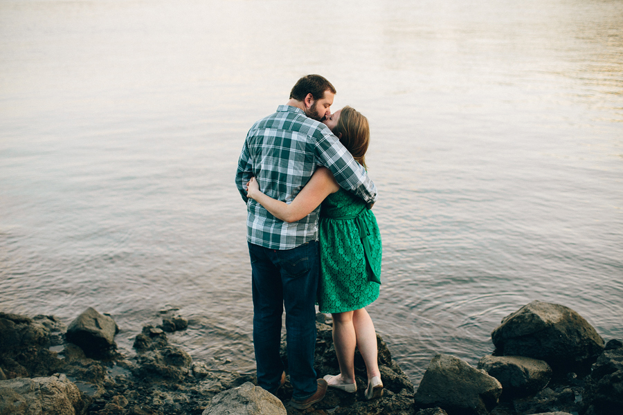 Elk-Rock-Island-Engagement-Photographs-12.jpg