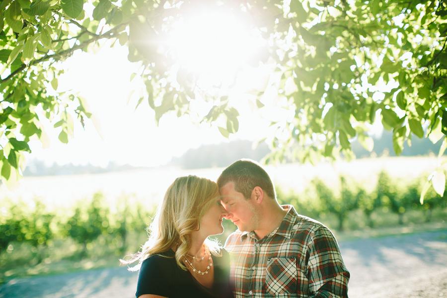 Dundee-Oregon-Engagement-Photographs-3.jpg