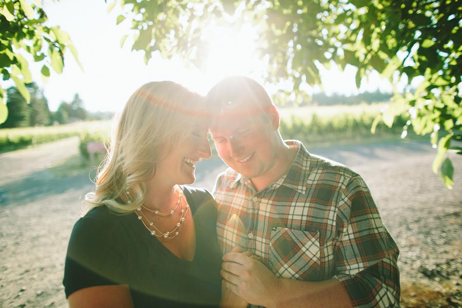 Dundee-Oregon-Engagement-Photographs-6.jpg